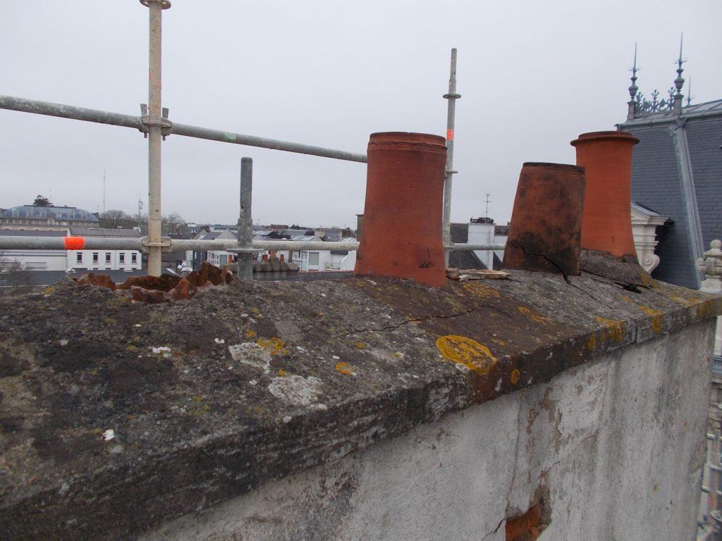 Réfection d'une souche de cheminée avant travaux